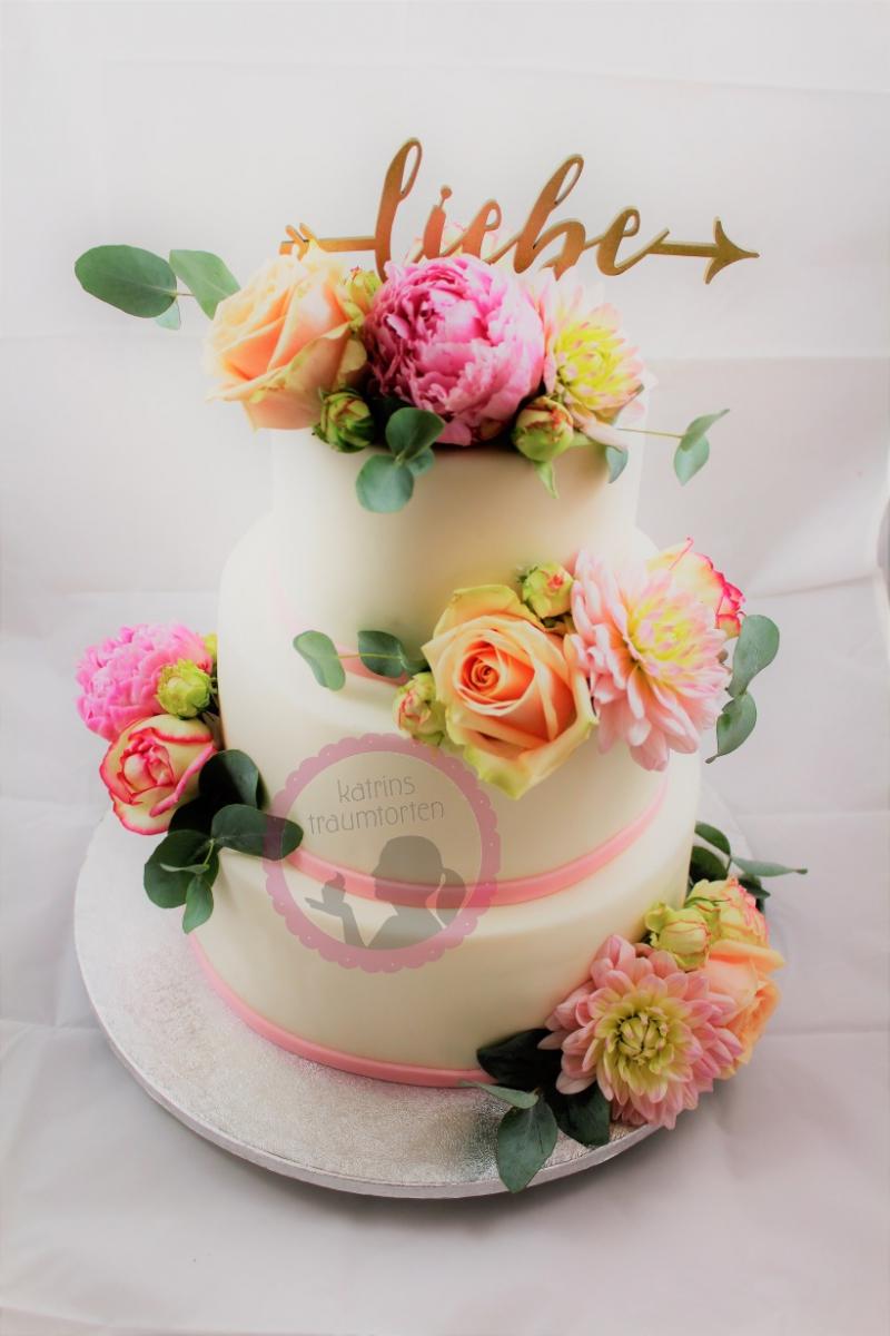 Hochzeitstorte Rosé echte Blumen