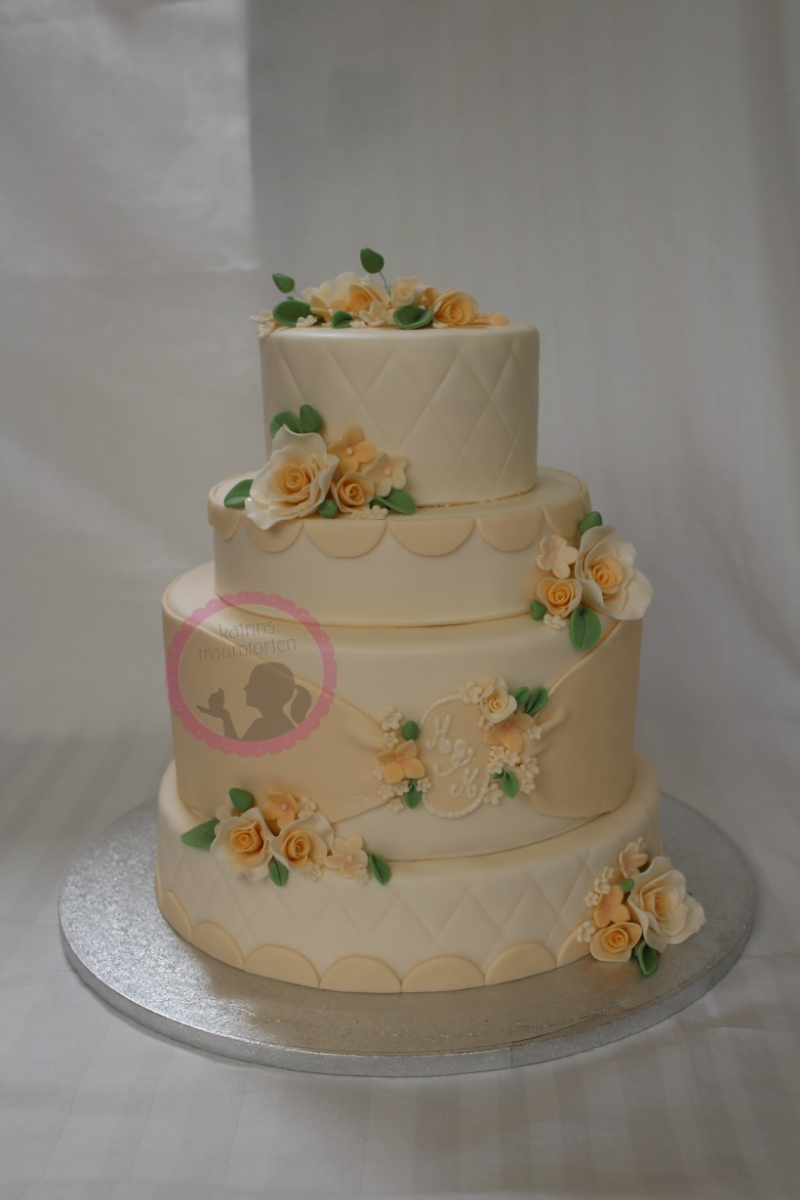 Hochzeitstorte beige