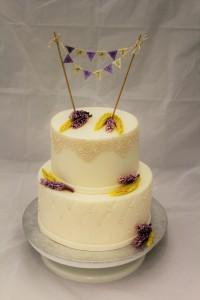 Hochzeitstorte Lavendel + Weizen